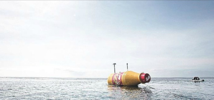 solo giant message in a bottle tenerife pr stunt