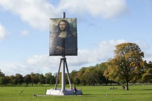 A-giant-canvas-of-the-Mona-Lisa-on-Clapham-Common-in-London-2672115