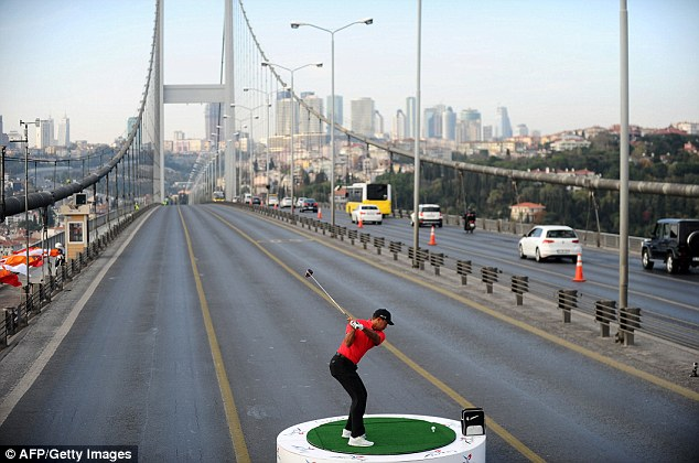 tiger woods golf tee off europe asia