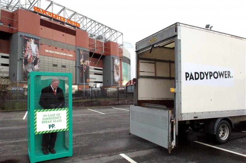 Full-image-1-Fergies-back-Paddy-Power-e1390133081197