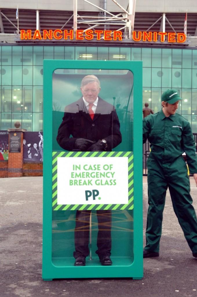 Full-image-3-Fergies-back-Paddy-Power-e1390132291180