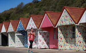 #randomactsofkidston beach huts appear in Bournemouth