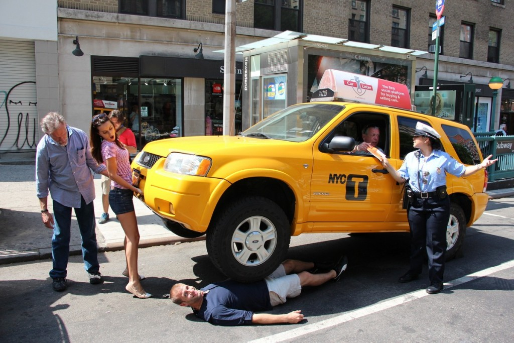 Traffic cop shocks pedestrians in New York after lifting taxi