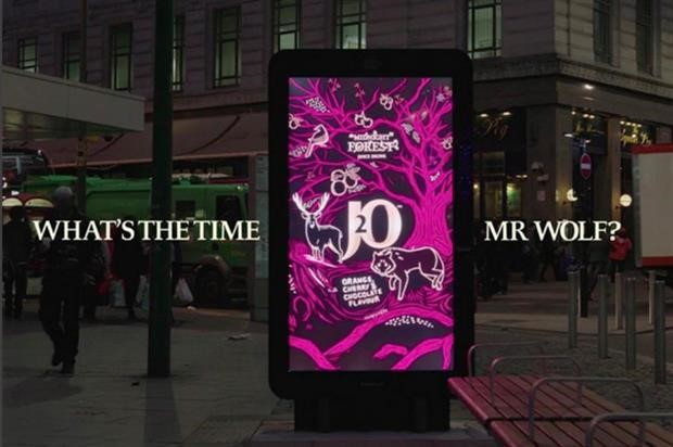 J2O plays 'What's the time, Mr Wolf?' with bus stop commuters