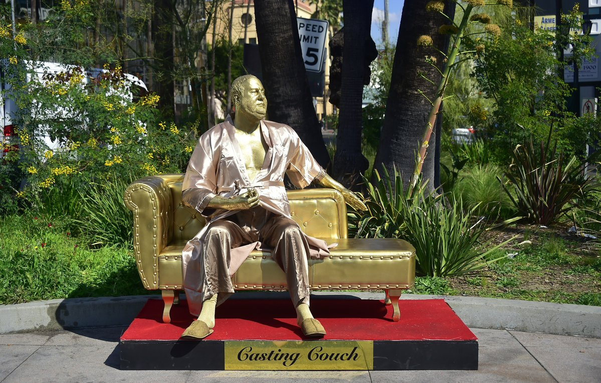 A Disturbing Gold Statue Of Harvey Weinstein Has Appeared On Hollywood Boulevard Pr Examples